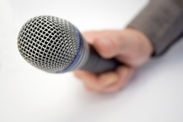microphone-reporter